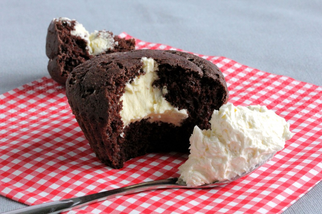 Vähähiilarinen vaahtokarkkikuorrute, suklaamuffinien täytteenä