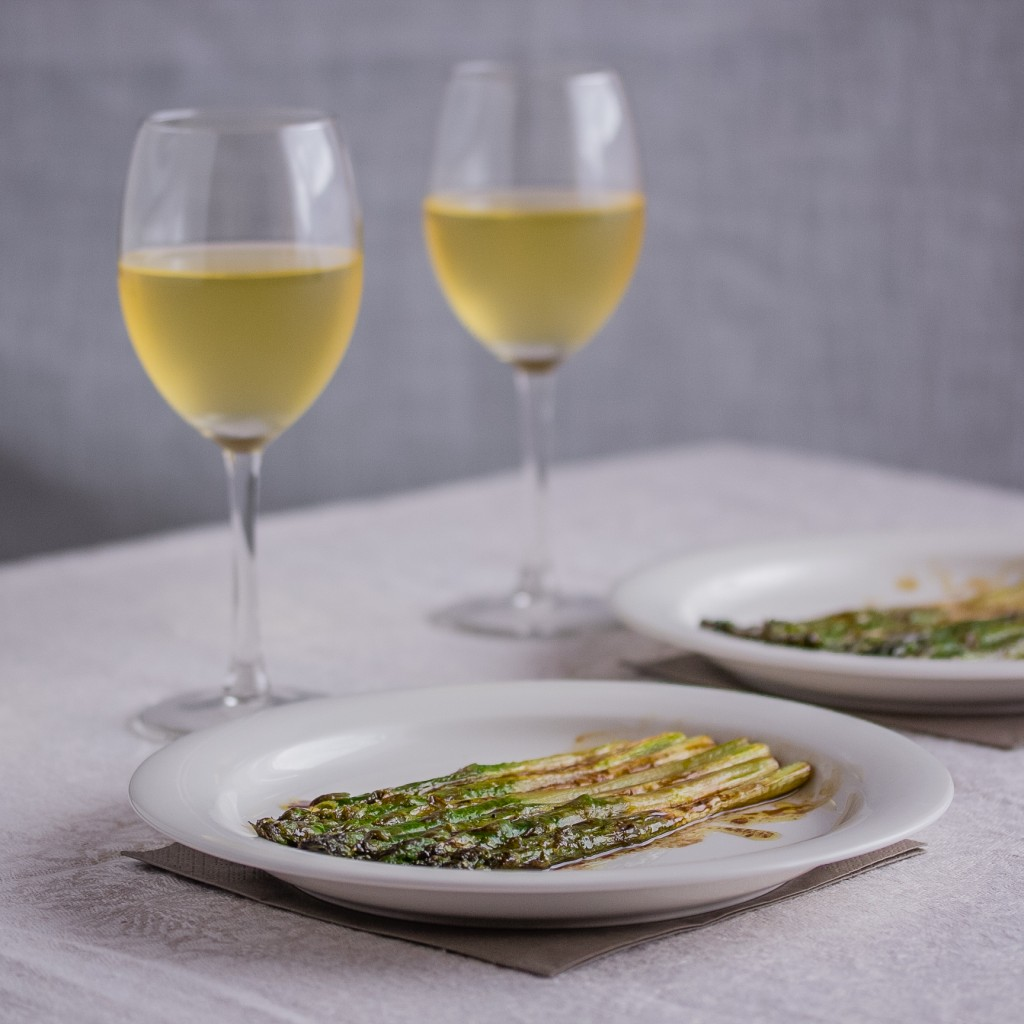 Parsaa ja viiniä -- ah! (Oikeasti kuvassa on omenamehun ja veden sekoitusta, viiniä ei kaapista löytynyt ja Alko oli kiinni...) | Alakarpisti.com
