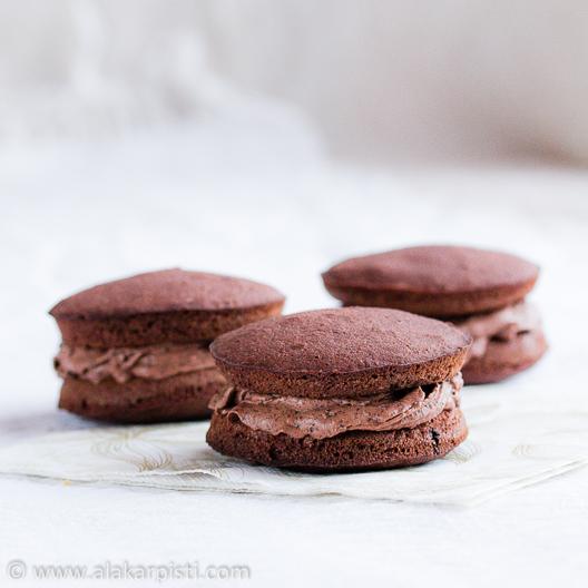 Suklaajuustokakkudippi whoopie-leivosten täytteenä | Alakarpisti.com